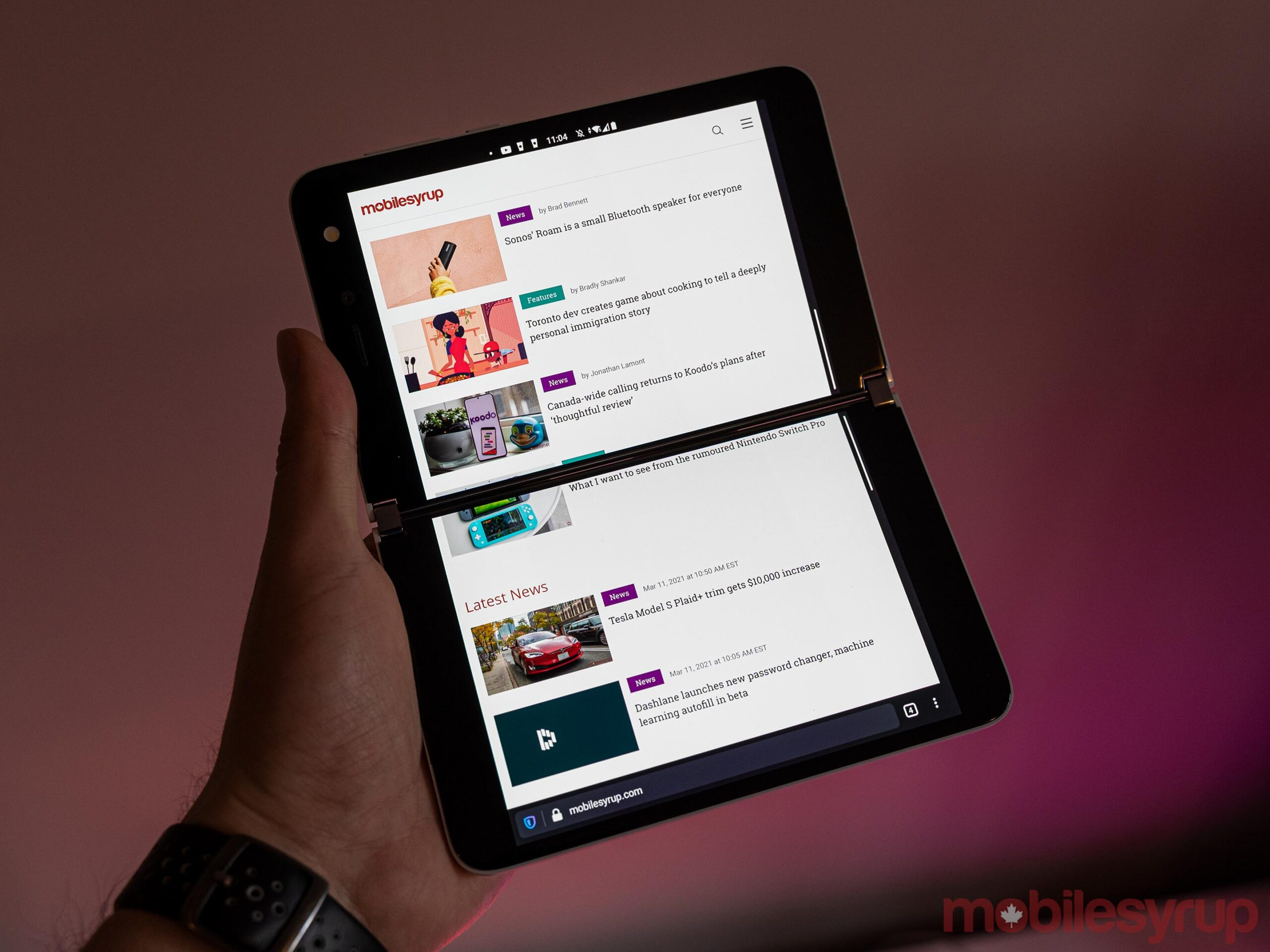 Surface Duo bridging app across two displays